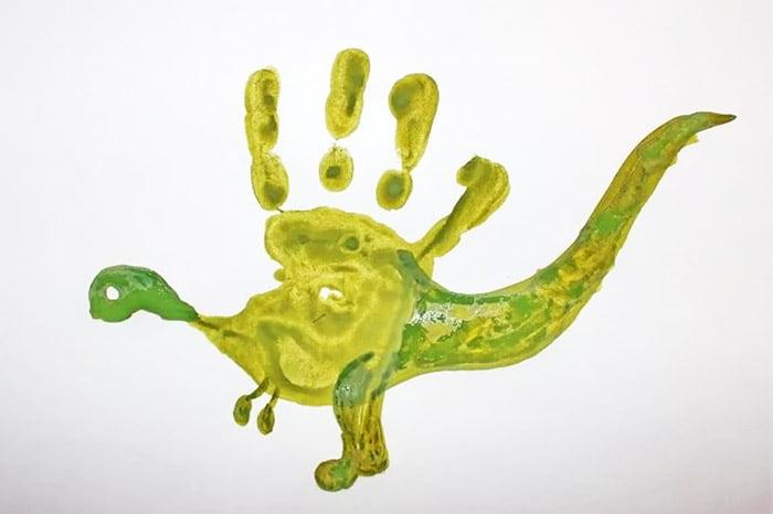 Динозавр из отпечатка ладони