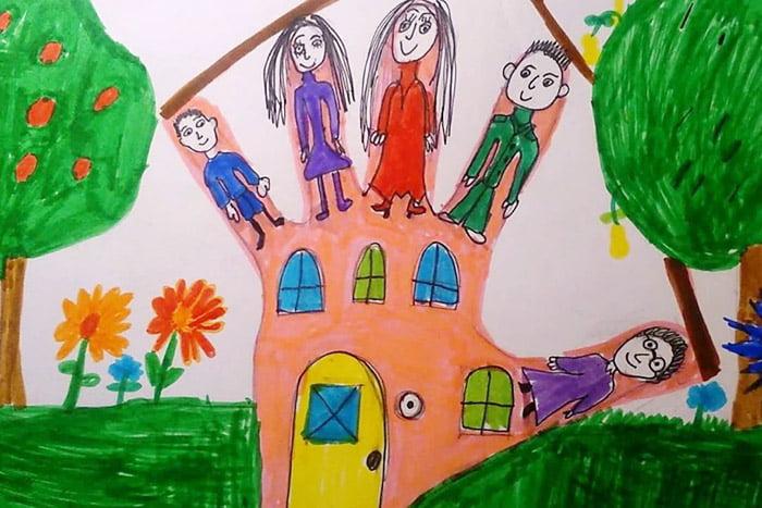 Детский рисунок в контуре ладони