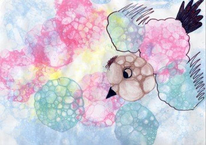 Птичка, нарисованная мыльными пузырями