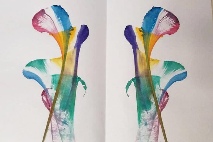 Рисунок, сделанный нитками и гуашью