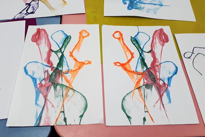 Абстрактный рисунок в технике ниткография