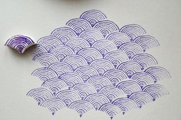 Рисование чешуи самодельным штампом