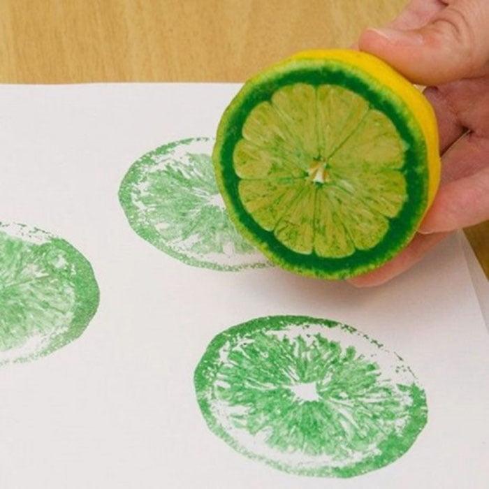 Рисование отпечатками половинами лимона
