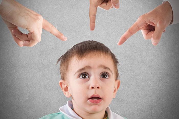 Взрослые запрещают что-то ребенку