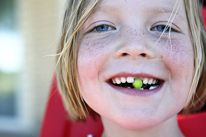 У девочки меняются зубы