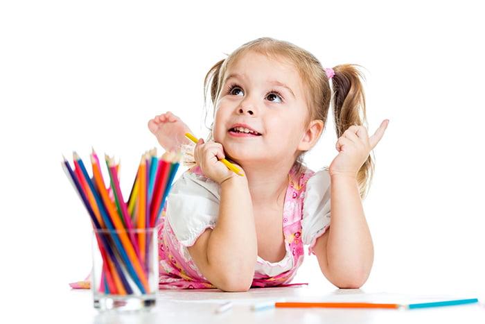 Девочка рисует по памяти