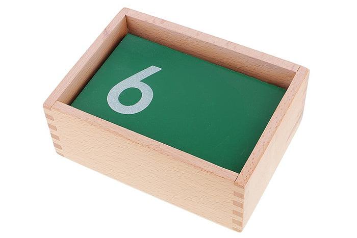 Коробка с наждачной бумагой разной зернистости