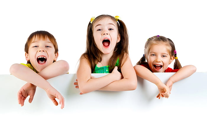 Дети играют в словесную игру