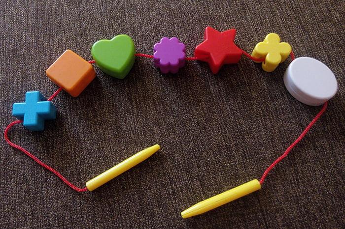 """Игрушка """"Бусы"""" с веревочкой для малышей"""