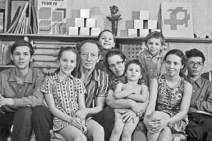 Семья Никитиных - авторов методики развития детей