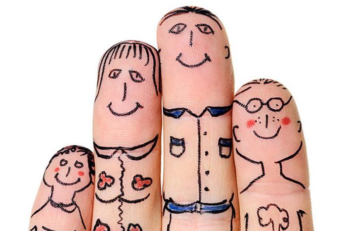 Человечки, нарисованные на пальцах