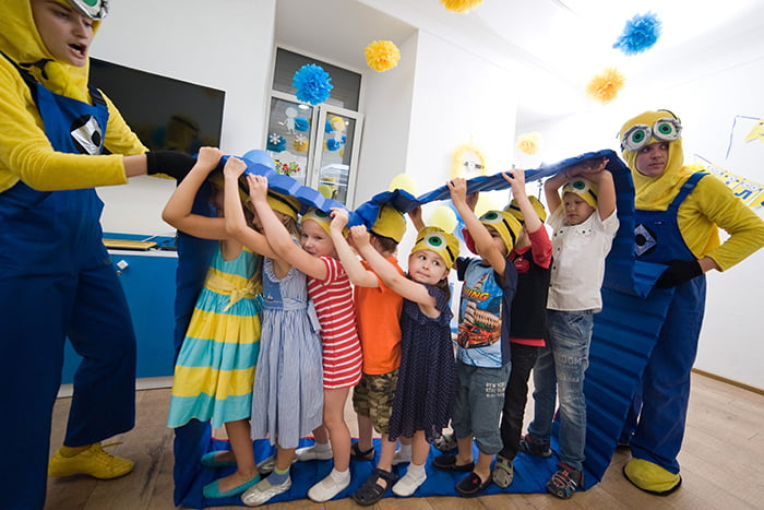 Командная игра на детском празднике с аниматорами