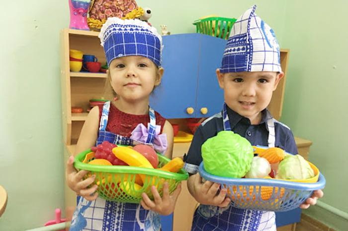 Дети играют в поваров