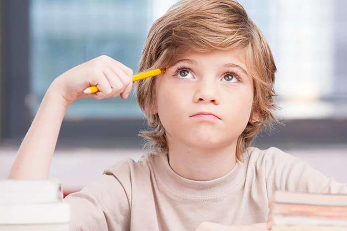 Ребенок размышляет