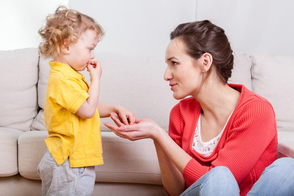 Годовалый ребенок с мамой