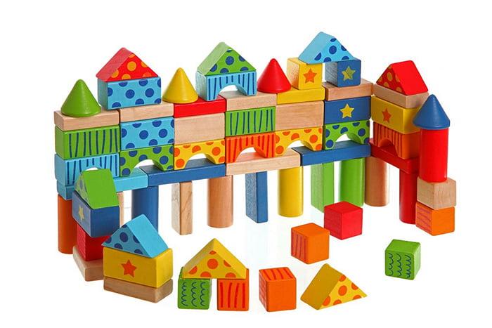 Комплект из кубиков и башен