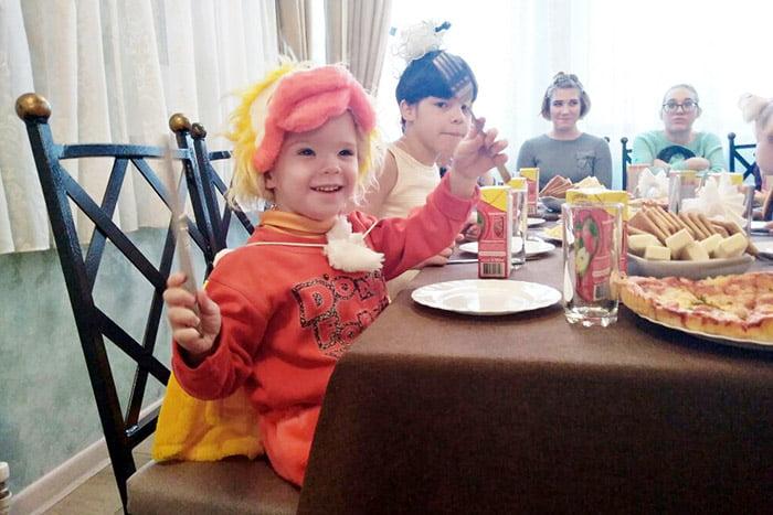 Праздничный стол для детей на Новый год