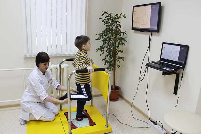 Занятие с ребенком на постурографе