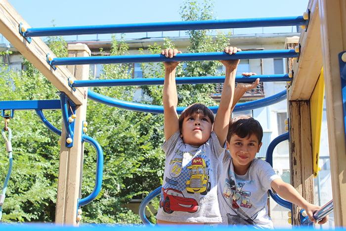 Дети на спортивной площадке
