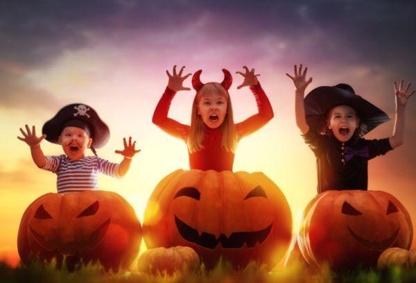 Дети в сказочных костюмах