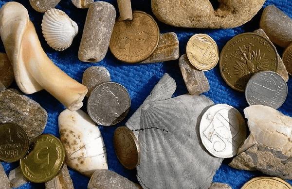 Монеты и камни