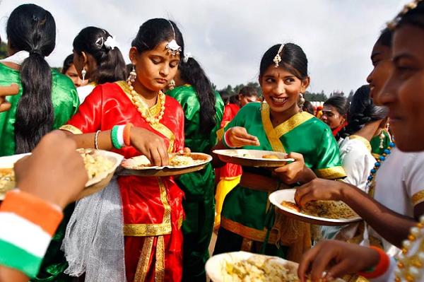 Прием пищи в Индии