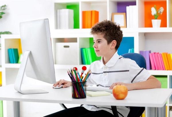 Ребенок, переведенный на домашнее обучение