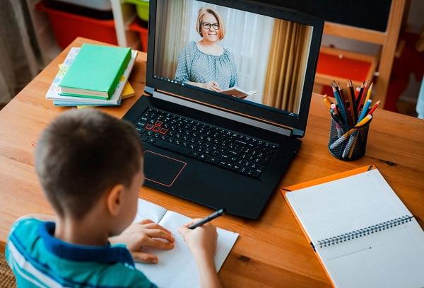 Ребенок на семейном обучении