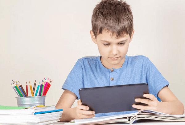 Мальчик на домашнем обучении