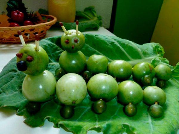Гусеница из зеленых помидоров