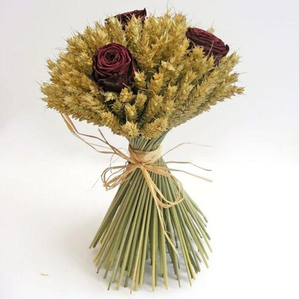 Букет из пшеницы и розы