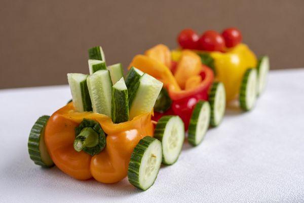Паровоз из овощей