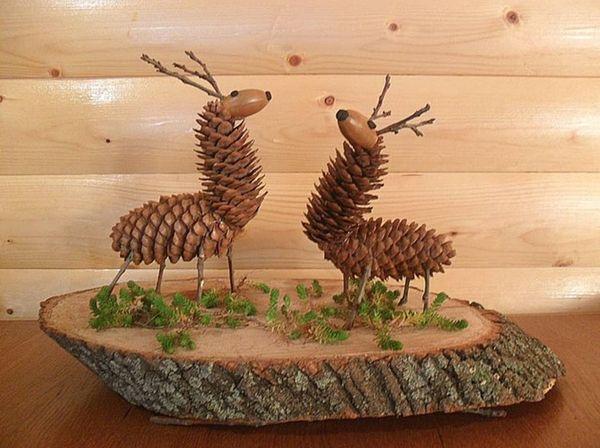 Два оленя из шишек