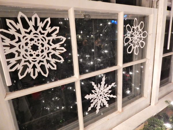 Большие снежинки на всю стену и окно 1