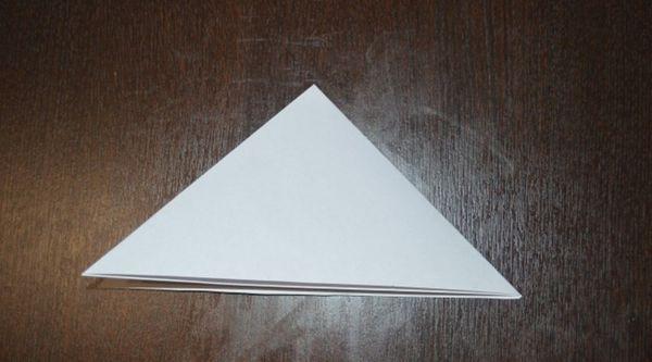 Объемная снежинка из полов бумаги 10