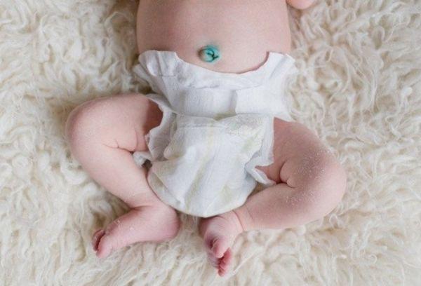 Младенец в памперсе