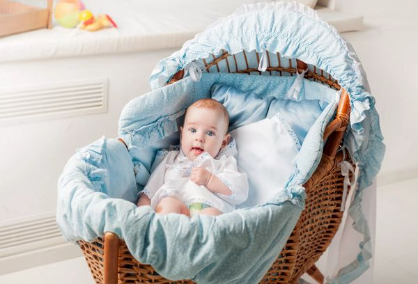 Младенец в колыбели