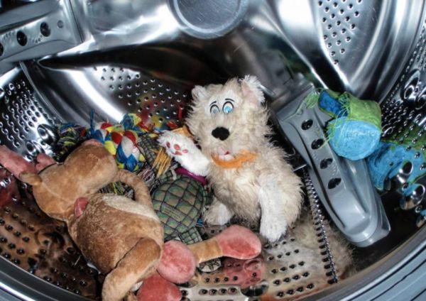 Игрушки в машинке