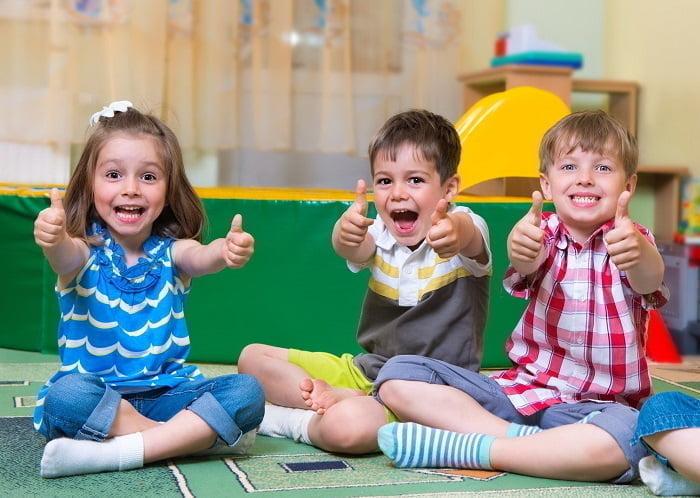 Счастливые дети в детском саду