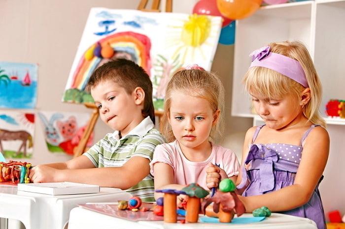 Дошкольники в детском саду